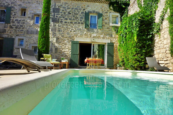 Typical Provençal House with Air Conditioning in the heart of Maussane-les-Alpilles