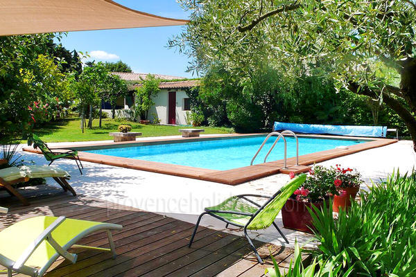 Contemporary Holiday Rental Villa with Air Conditioning in the Luberon
