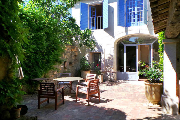 Pet-friendly Beautiful Holiday Rental Village House very close to Maussane-les-Alpilles