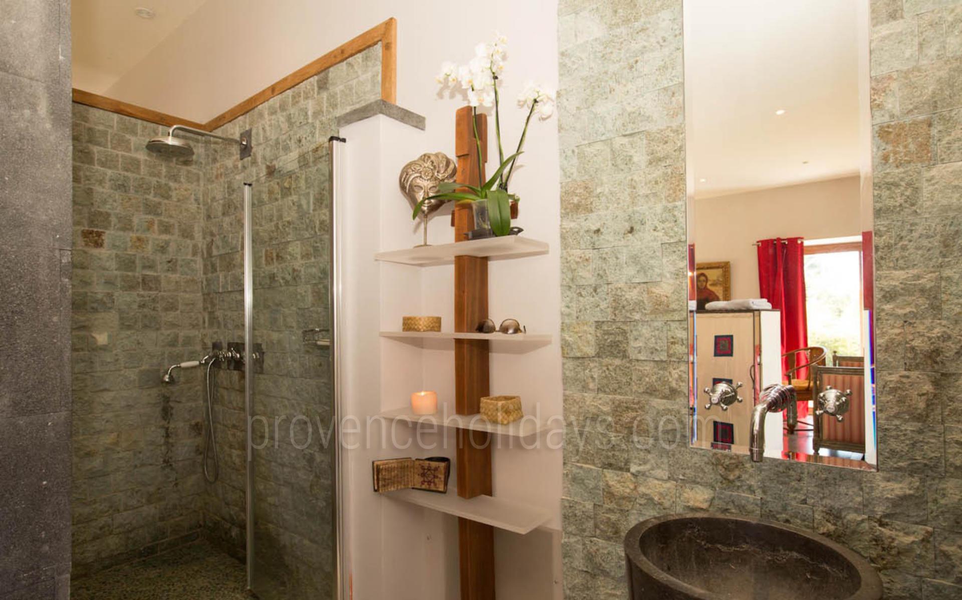 maison contemporaine avec climatisation proche d 39 aix en provence. Black Bedroom Furniture Sets. Home Design Ideas