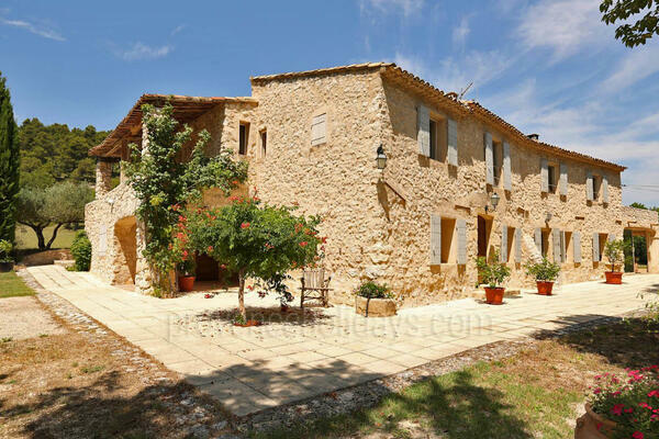 Wonderful Holiday Rental Provençal House very close to Ansouis