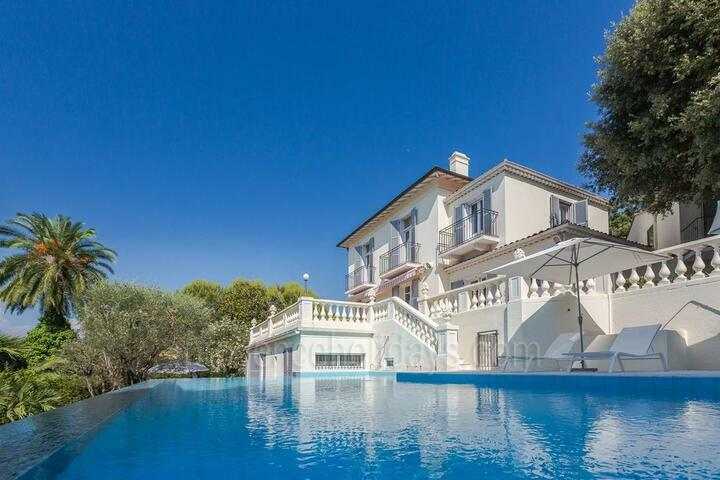 Modern Villa with Infinity Pool steps from the Beach, Antibes