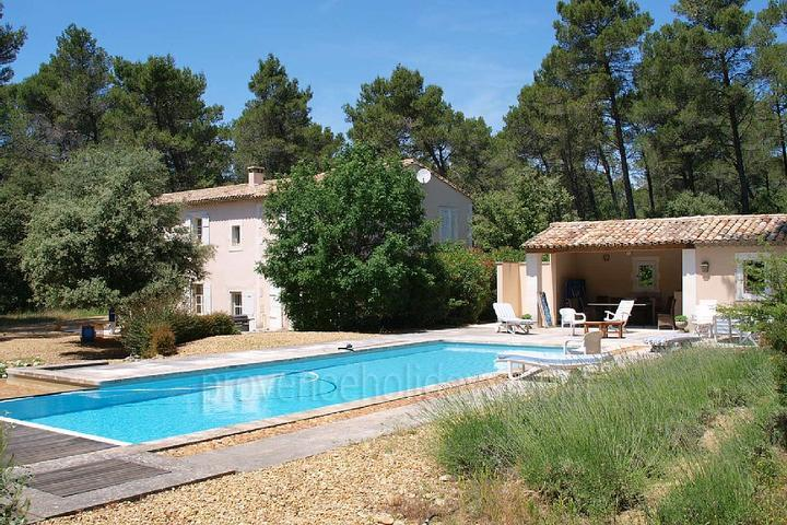 Pet-friendly Traditional House to rent with Air Conditioning in the Alpilles