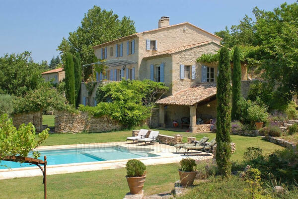 Large Luxury Home to rent with Heated Pool in Bonnieux
