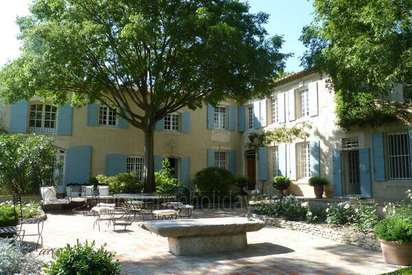 Large Property to rent with Air Conditioning in Bonnieux