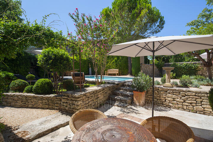 Holiday Home for 8 People in the Heart of the Luberon