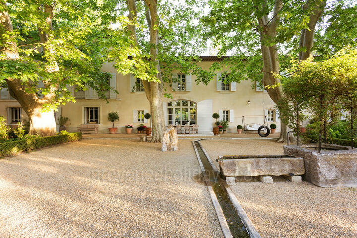 Gorgeous Estate with Private Tennis Court near Saint-Rémy