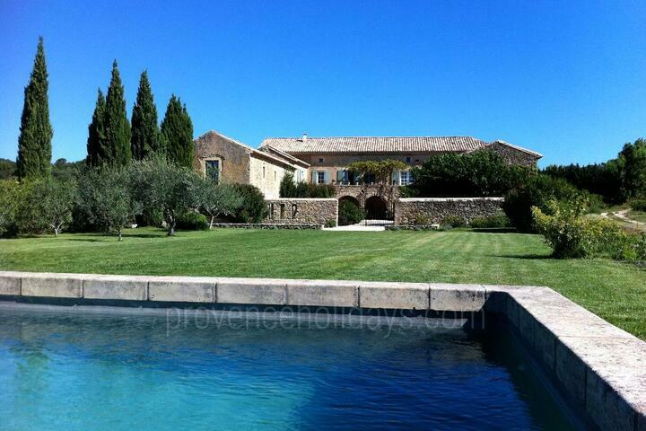 Lovely Holiday Rental within walking distance to Cavillargues
