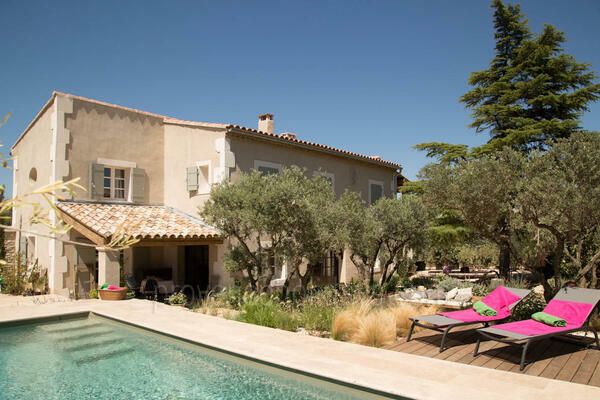 Pet-friendly Holiday Home a stones throw from Eygalières