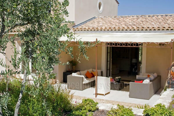 Pet-friendly Property with Heated Pool and Air Con in Eygalières