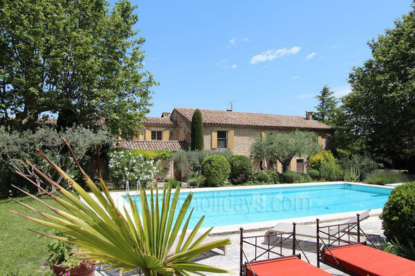 Stunning Holiday Rental within walking distance to Eygalières