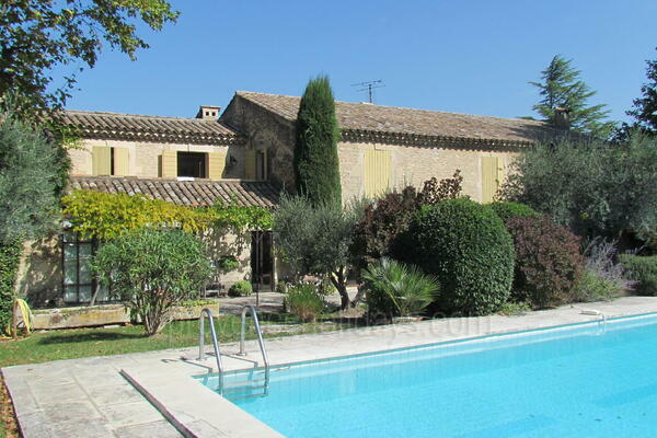 Large House to rent with Air Con in Eygalières in the Alpilles