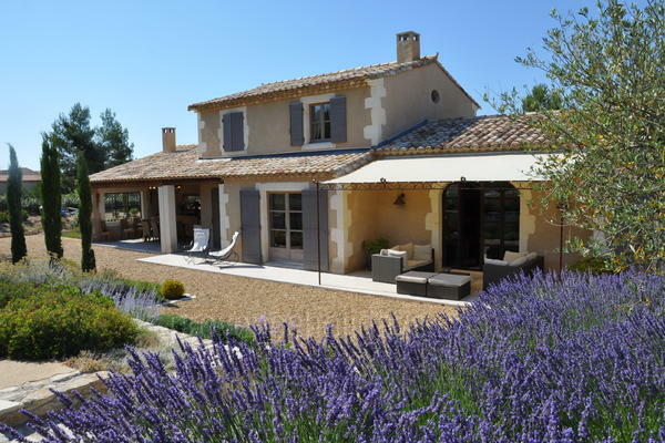 Pet-friendly Villa with Heated Pool and Air Con walking distance to Eygalières