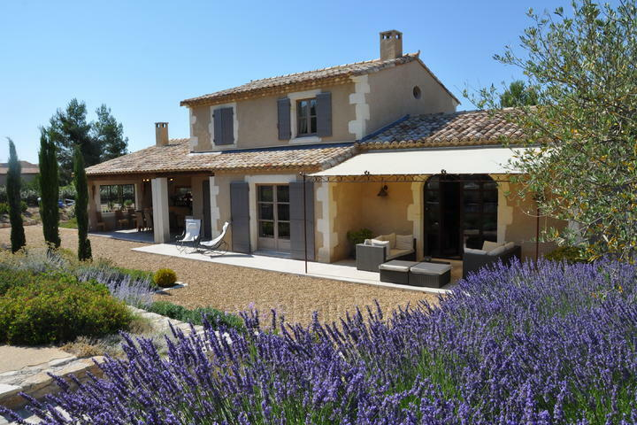 Pet-friendly Villa within walking distance to Eygalières