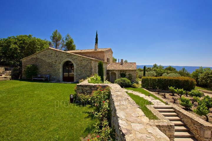 Tastefully Renovated Villa in Gordes, in the Luberon