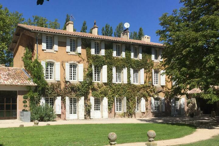 Fabulous Holiday Home in Isle sur la Sorgue