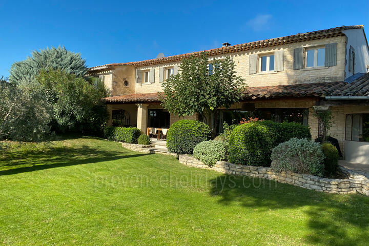 Recently Renovated Farmhouse with Heated Pool in Joucas