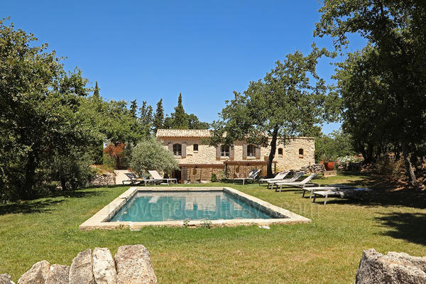 Stunning Holiday Rental with Heated Pool in Lacoste in the Luberon
