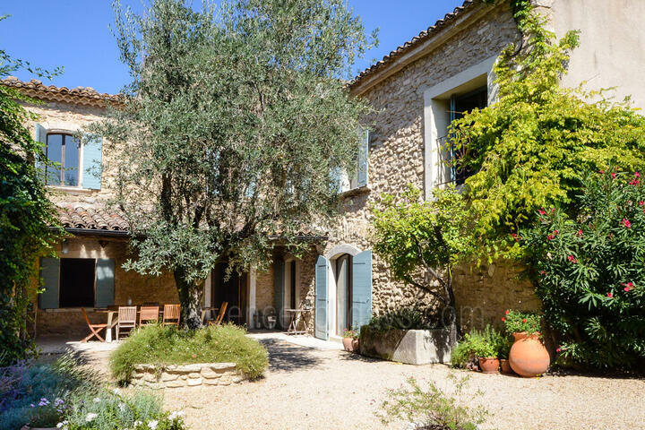 Provence Holiday Rental with Tennis Court