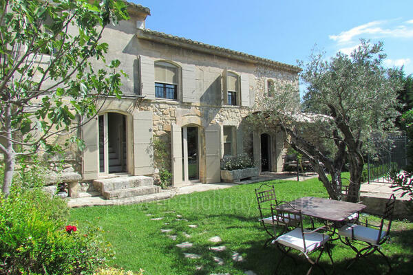 Pet-friendly Provençal House with Air Conditioning very close to Maussane-les-Alpilles