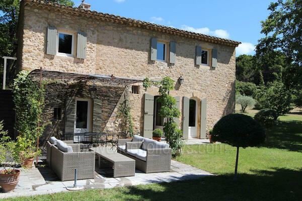 Pet-friendly Luxury Holiday Rental Provençal House in Lourmarin in the Luberon