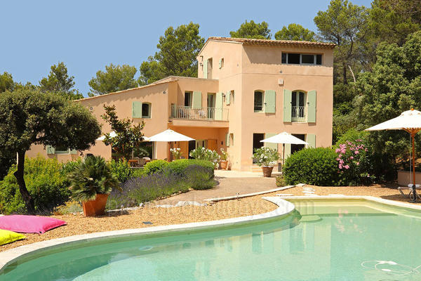 Superb Holiday Rental Villa with Heated Pool in Lourmarin in the Luberon