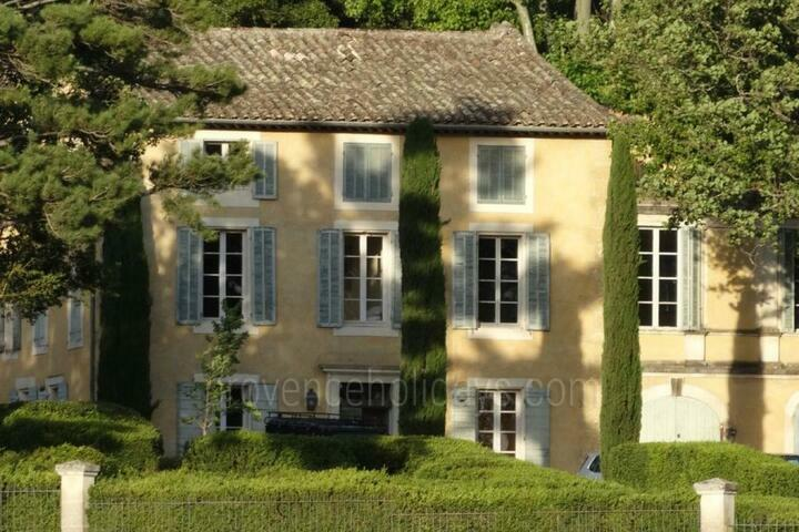 Gorgeous Bastide with Tennis Court for 15 Guests