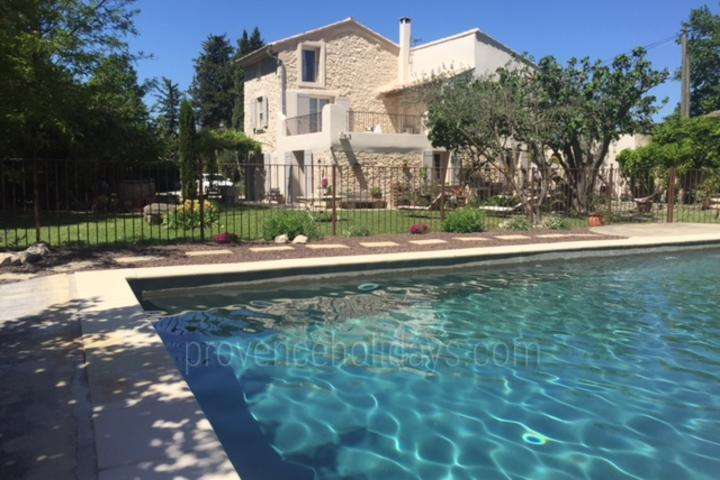Interior Designed holiday rental close to Isle sur la Sorgue