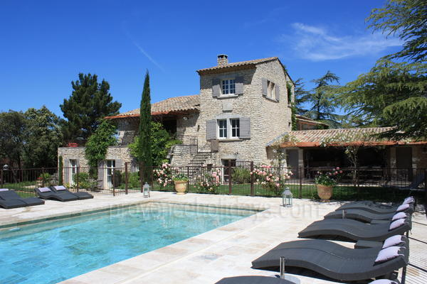 Spacious House with Air Conditioning a stones throw from Ménerbes