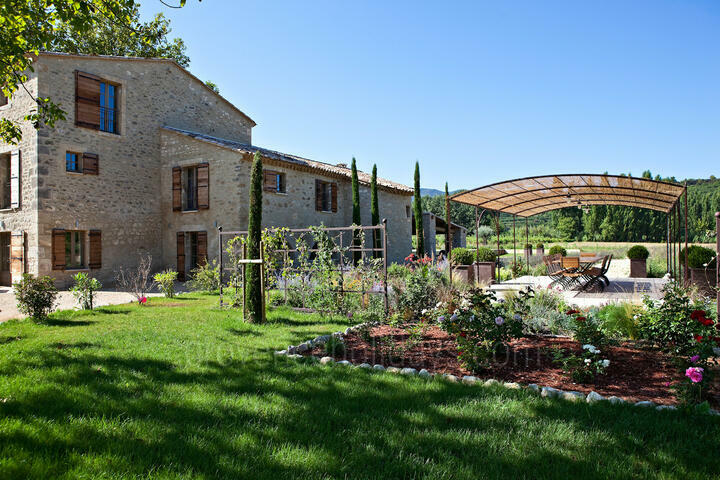 Large Holiday Home in provence