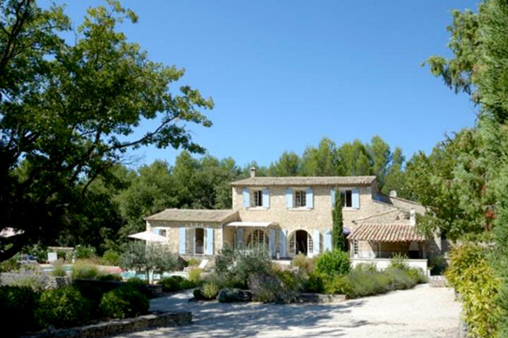 Charming farmhouse with heated pool and guest house