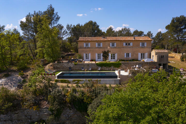 Air-Conditioned Villa with Outstanding Views in Ménerbes