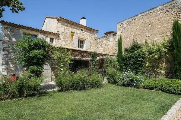 Pet-friendly Village House to rent close to Maussane-les-Alpilles