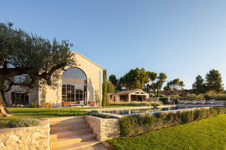 An interior designed luxury holiday home in the Alpilles