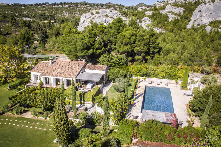 Vacation rental with air conditioning in the Alpilles