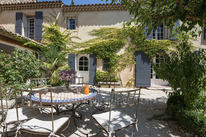 Lovingly Restored Mas with Heated Pool in the Alpilles