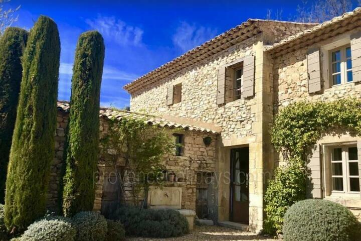 Beautiful Farmhouse sleeps 8 people in Murs