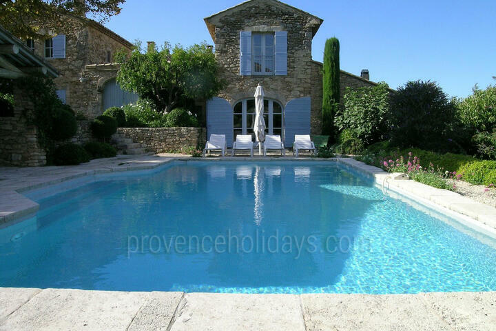 Holiday Home with Heated Swimming Pool in the Luberon