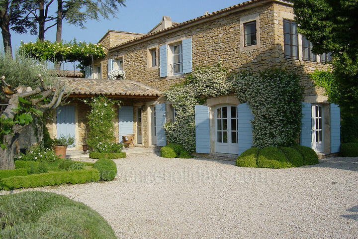 Typical Provençal Farmhouse with Air Conditioning
