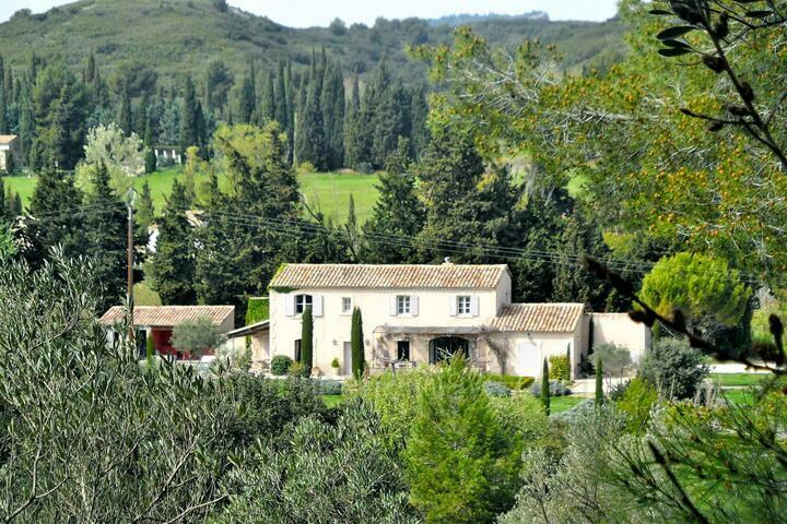 Stylish 19th Century Farmhouse in Paradou