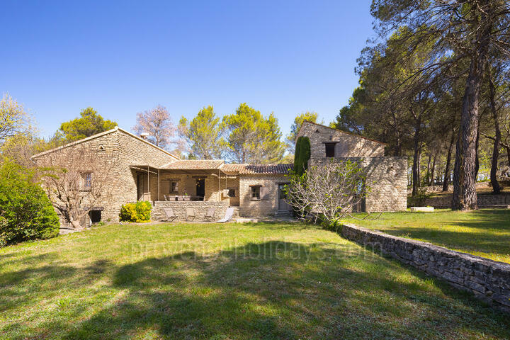 Private Holiday Rental with Air Conditioning in the Luberon