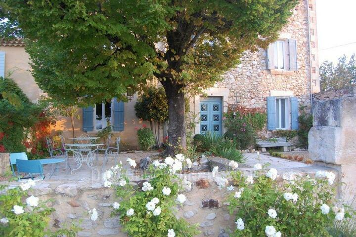 Restored Farmhouse with Heated Pool in the Luberon