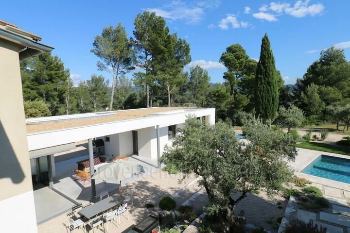 Interior Designed Villa with views of the Mont Ventoux