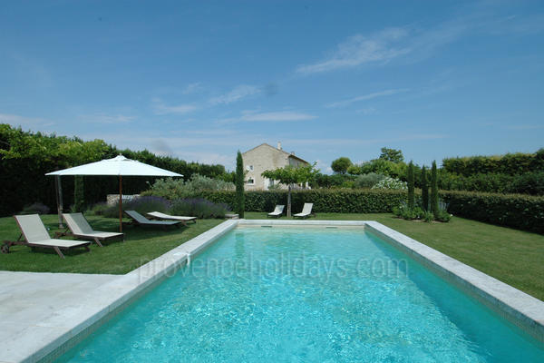 Large Typical Provençal House to rent with Heated Pool and Air Conditioning in the Luberon