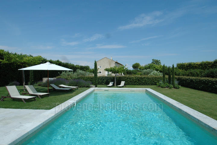 Typical Provençal House complete with Heated Pool and Air Conditioning in the Luberon