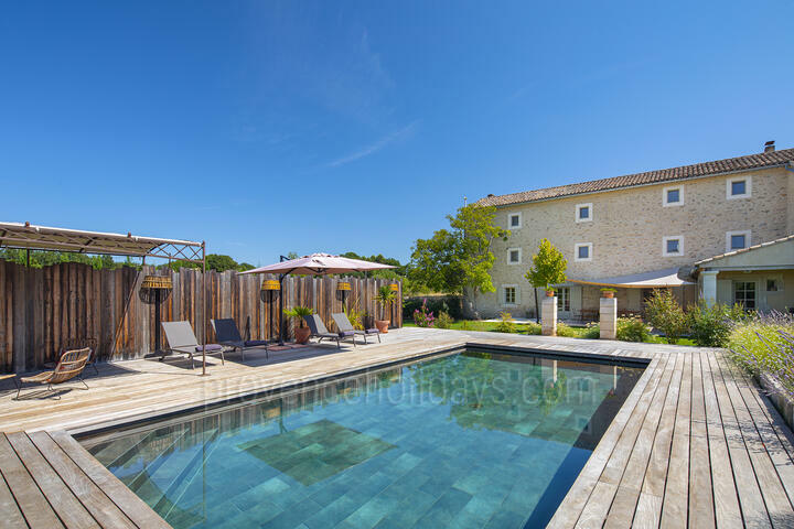 A Beautiful Recently Renovated Farmhouse in the Luberon