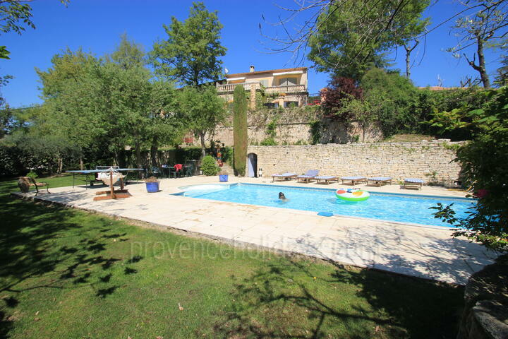 Holiday Rental with Heated Pool in Robion