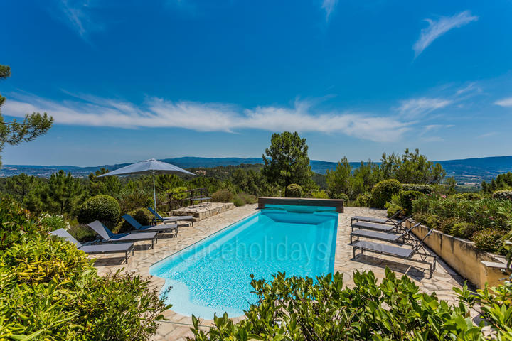 Luxury Contemporary House with Heated Pool within walking distance to Roussillon