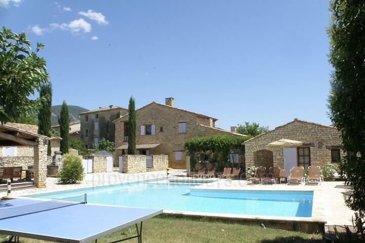 Beautiful Hamlet with 4 Houses in the Luberon