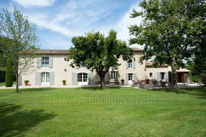 Provençal House with Tennis Court in the Alpilles
